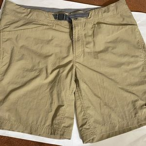 Mountain hard wear hiking shorts tan color size 16